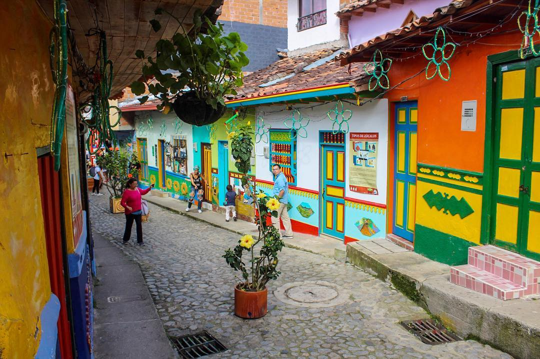 guatape-colombia.png