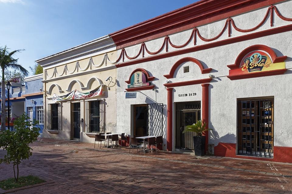 Travel blog guide to budget travel in the Caribbean. Isla Mucura, San Bernadino Islands, Colombia.
