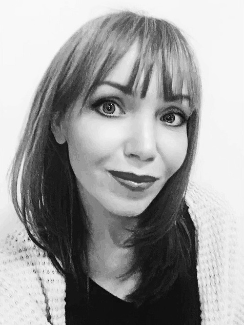 ANNA ROBACZEWSKA Senior Designer