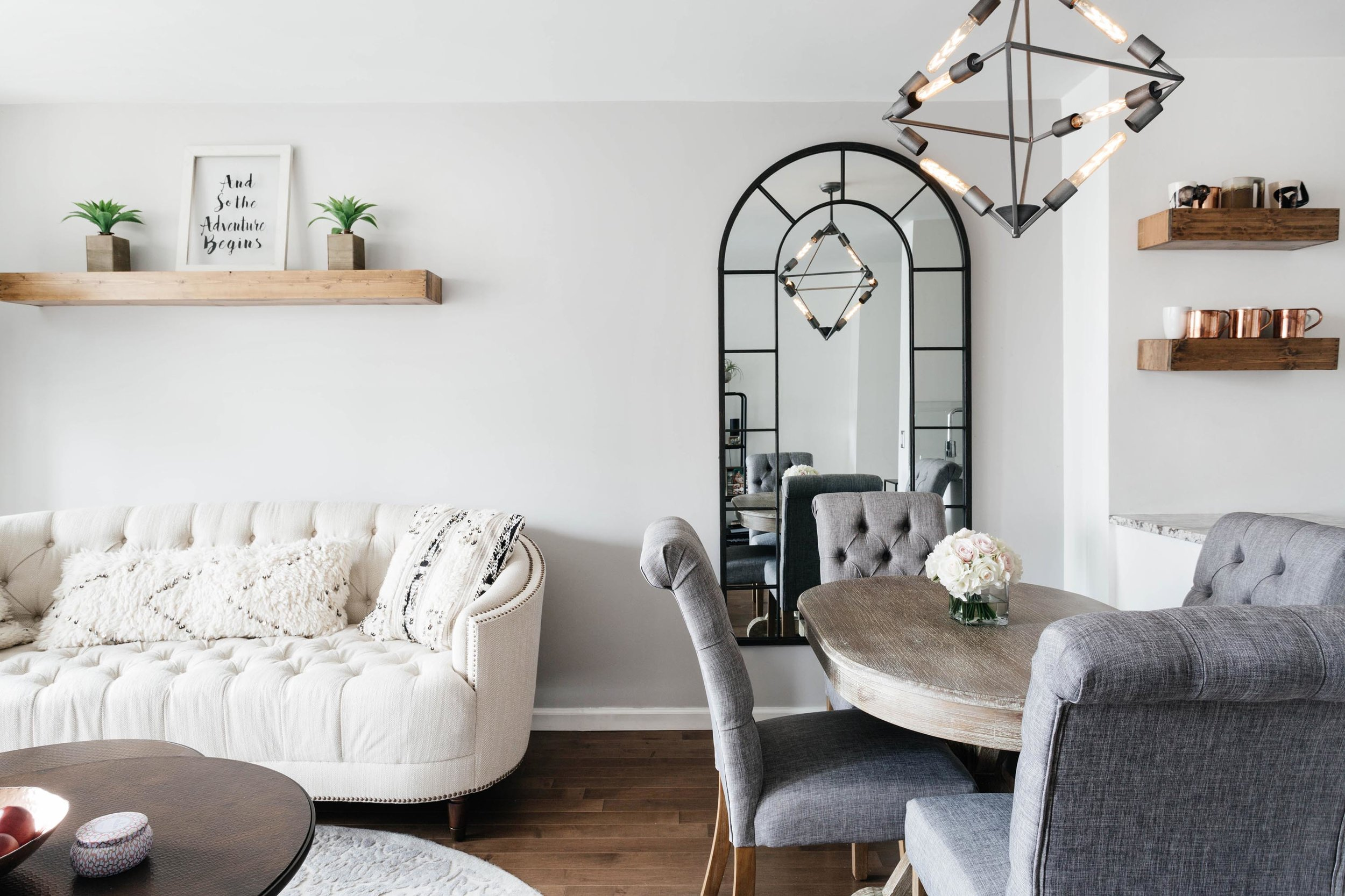 Living room space with breakfast nook area