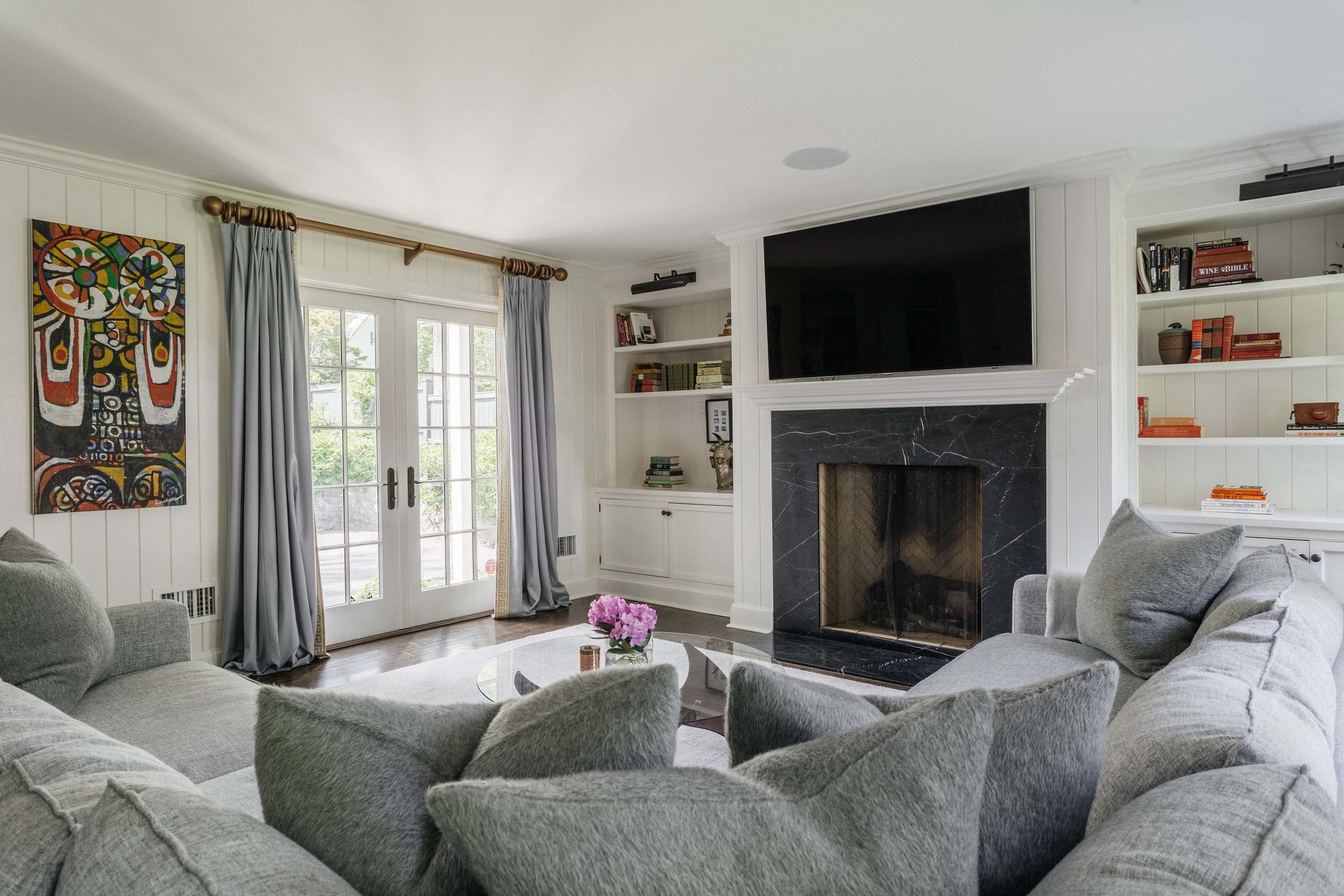 Living room with sofa, sets of pillows, fireplace and shelves
