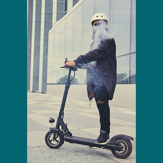 Rolling into the weekend with our favorite accessory. #🛴 #vapewithme
