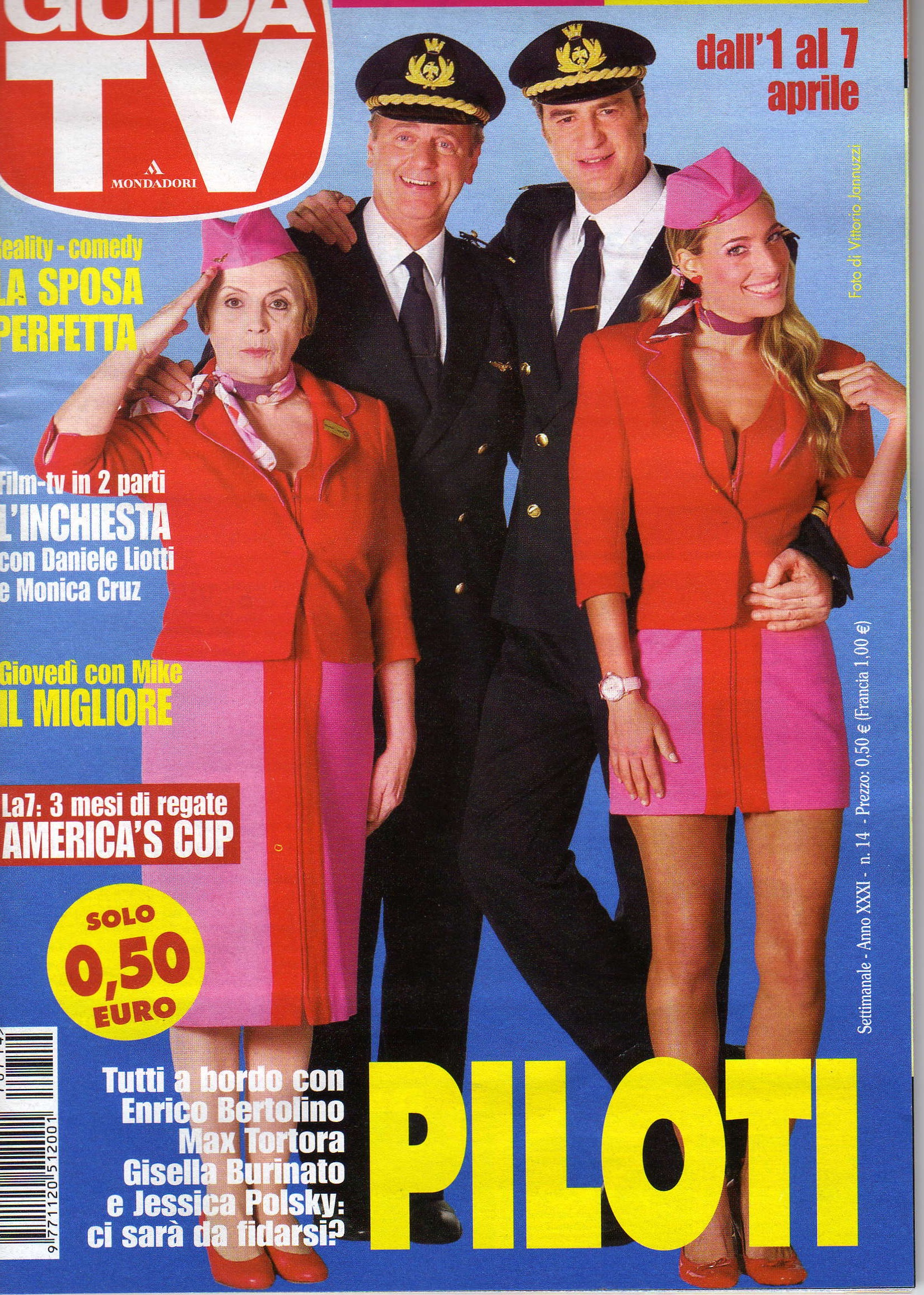 """Jessica and the rest of the cast of the sitcom """"Pilots"""" on the cover of Tv Guide Italy"""