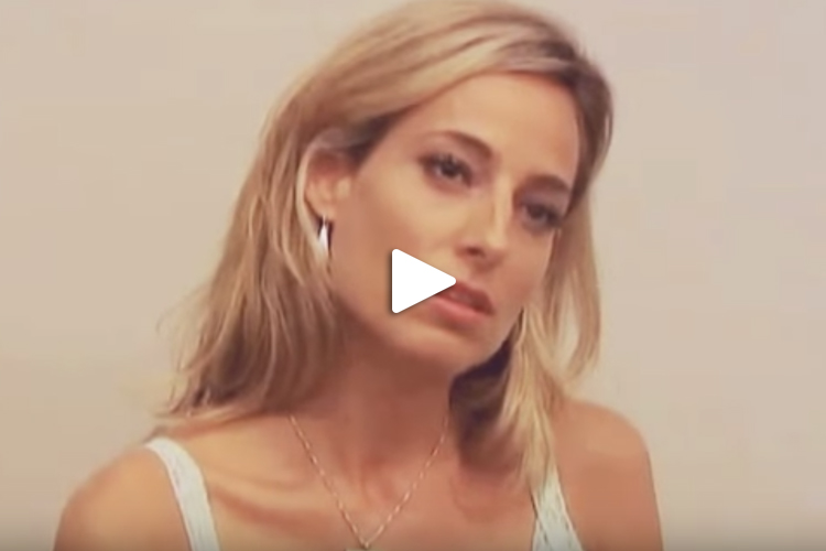 Jessica in una scena drammatica per una nuova webserie americana