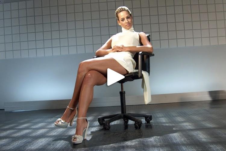 Jessica e' Sharon Stone nella parodia di Basic Instinct, tratta dalla sua trasmissione comica Sputnik per Italia1