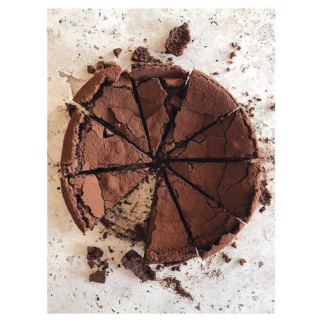 70% Ecuadorian chocolate rum cake  @huntedandgathered