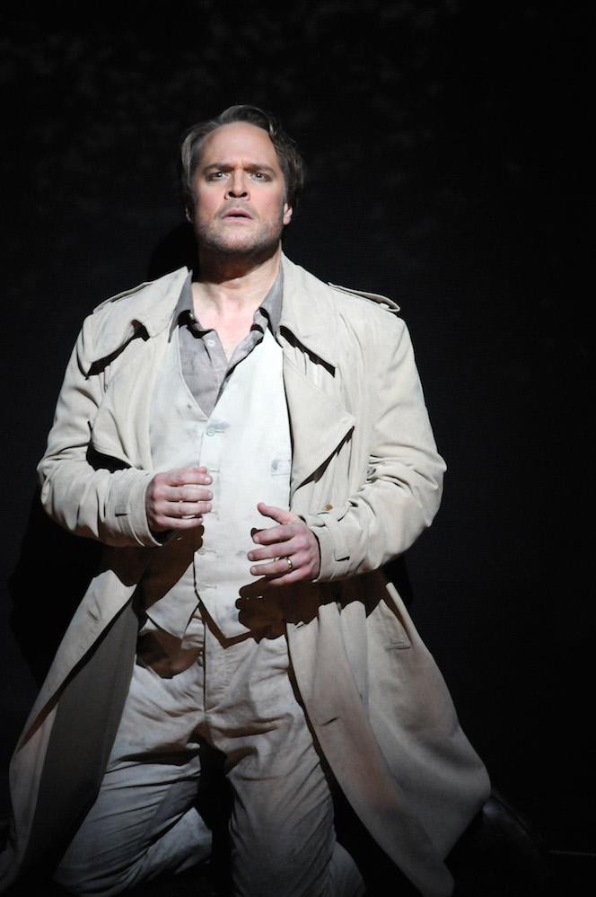 """Rodelinda at Opera Lyon - """"Bertarido est incarné par le contre-ténor Lawrence Zazzo. Dès son premier air, sa présence expressive et nuancée envoûte le public. Par son dialogue avec les flûtes à bec lors du « Con rauco mormorio » (Avec un murmure voilé – Acte II, scène 5), il montre toute la finesse de son chant. Dans l'intense « Vivi, tiranno » (Acte III, scène 8), le da capo (reprise) lui offre l'occasion de démontrer toute sa bravoure vocale.""""More information""""L'incandescente Sabina Puertolas ( Rodelinda ) et le contre-ténor Lawrence Zazzo placent la barre très haut, notamment dans un duo à faire pleurer les pierres.""""More information""""Lawrence Zazzo évolue sans difficulté entre bravoure et finesse vocale. La puissance de sa voix exprime une acuité musicale incontestable grâce notamment à de sublimes sons filés et un éclat expressif des nuances. Le contre-ténor marque de sa patte les brillants moments dans la soirée : le duo « Io t'abbraccio » mené face à Sabina Puértolas, comme son air Con rauco mormorio où se mêlent les flûtes à bec et son intense Vivi, tiranno au troisième acte.""""More information""""Le contre-ténor anglais Lawrence Zazzo, qui avait interprété Unolfo à Madrid, est ici Bertarido, à qui il prête une voix puissante et subtile.""""More information""""…mit berückender sahniger Weichheit, in seiner Schlussarie aber auch mit dramatisch durchpulsten Koloraturen adelt Lawrence Zazzo den Bertarido…""""More information"""