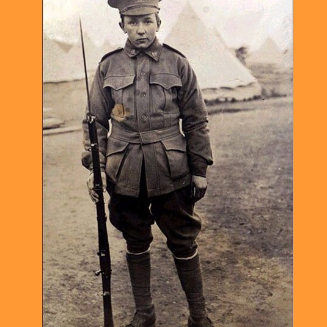 This is my great uncle, Alec Campbell. He landed at Gallipoli when he was 16 years old .... yes 16! Luckily he returned and became the last surviving ANZAC.  He lived to 103 and was a lovely man.  Lest we forget 🌺