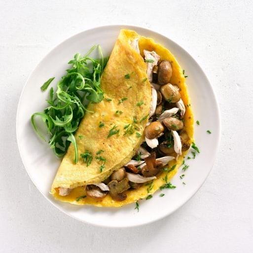 This tasty spring-inspired omelette with thyme makes it easy for you to shake off the salt shaker without turning down the taste ! 🌿  Kräuter anstatt Salz zum Würzen? Diese herzhafte und leckere Frühlingsomelette mit Thymian lädt dazu ein, das Salz für einmal in die Ecke zu verbannen!  Link in Bio 👆  #healthy #gesund #rezeptideen #myfoodways #nosalt #kräuter #herbs #tryit #gesundkochen