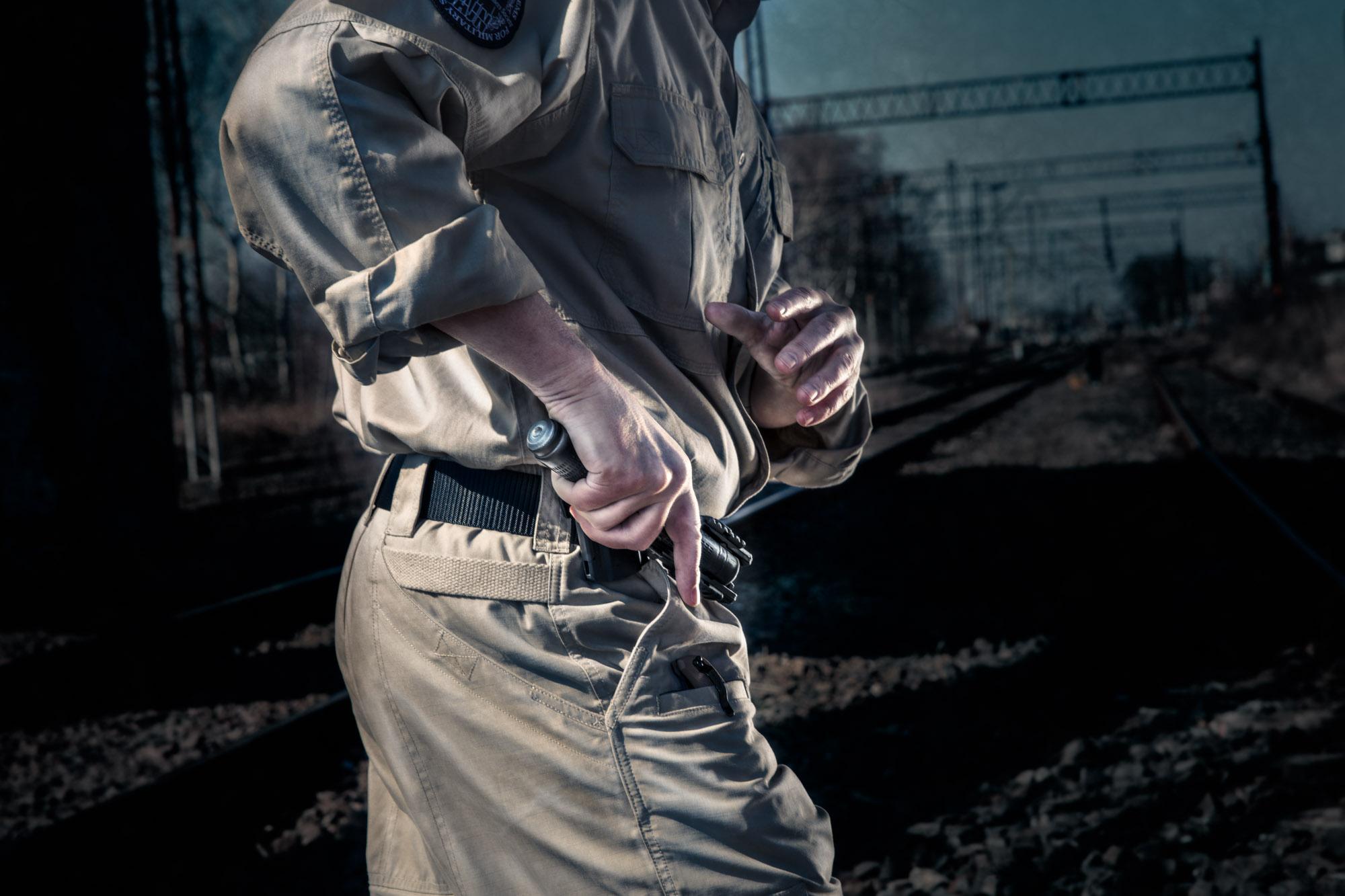 jan nycek_sajn_afryka_szkolenie sluzb mundurowych_palka teleskopowa_walka wrecz_walka nozem_samoobrona dla kobiet_1.jpg