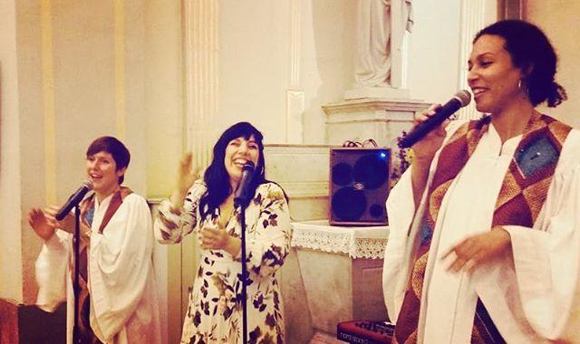 Le mariage de la Sista! #wedding #church #happiness #wglisposi #love #trio #gospel #aintnomountainhighenough #friendship #family