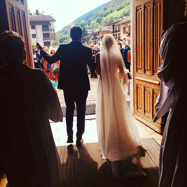Qu'ils étaient beaux nos mariés! Tant d'amour et de complicité #gospelmusic #trio #singers🎤 #wedding #vivelesmariés #gospelchoir #onlytime #loveisintheair #legrandbornand #ceremonie #eglise