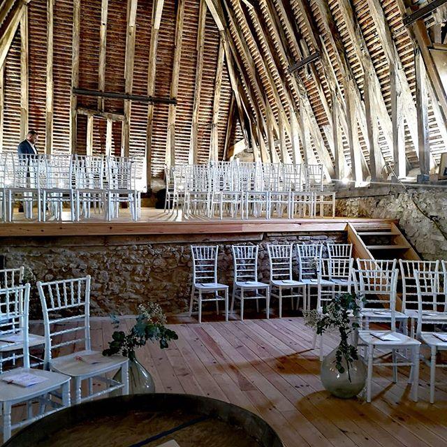 Le bureau du jour! Absolument magnifique! Bravo Axel et Céline ! #wedding #weddingday #trio #mariagelaique #souslestoits  #chateau #hallelujah #singerlife #piano #vindhonneur #gospel #gospelmusic
