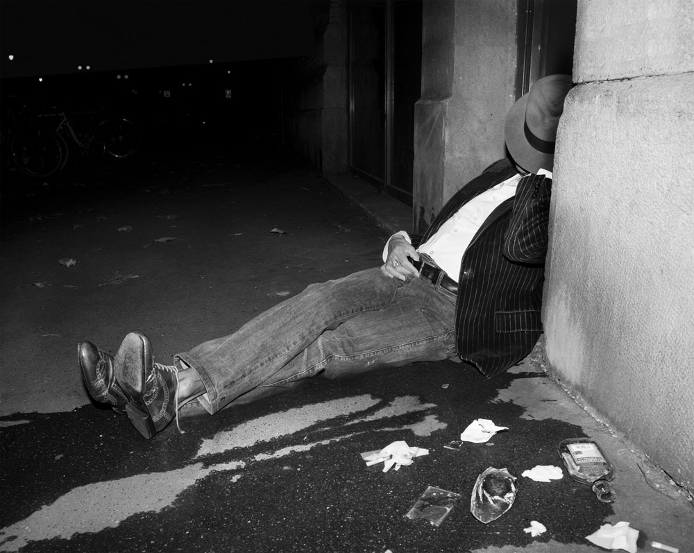 Copy of « LOOKING FOR THE MASTERS IN RICARDO'S GOLDEN SHOES #33 (TRIBUTE TO WEEGEE, DRUNKEN MAN, 1940-45) » BY CATHERINE BALET