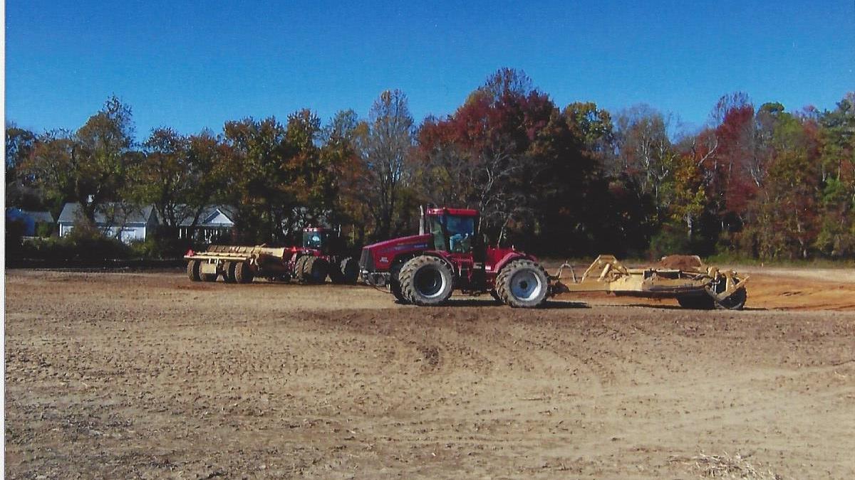 tractor an pan.jpg