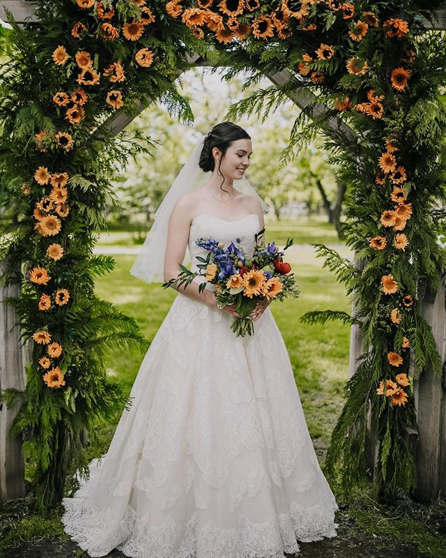 She's a natural beauty! A wild flower among the wild flowers 🌻 . . #fraservalleyflorist #sharechilliwack #viawesome #vancouver #sunflower #kelownanow #stylemepretty #weddingideas #yvrwedding #fraservalleyweddings #junebugweddings #theknot #vancitynow #pnw #pnwbc #pnwcollective #igersvancouver #pnwedding #thefraservalley #ruffledblog #weddingforward #dailyhivevan #kelownanow #weddingchicks #blushmagazine #weddingforward #vancityweddings #kelownawedding #okanaganweddings #wildflowerwedding