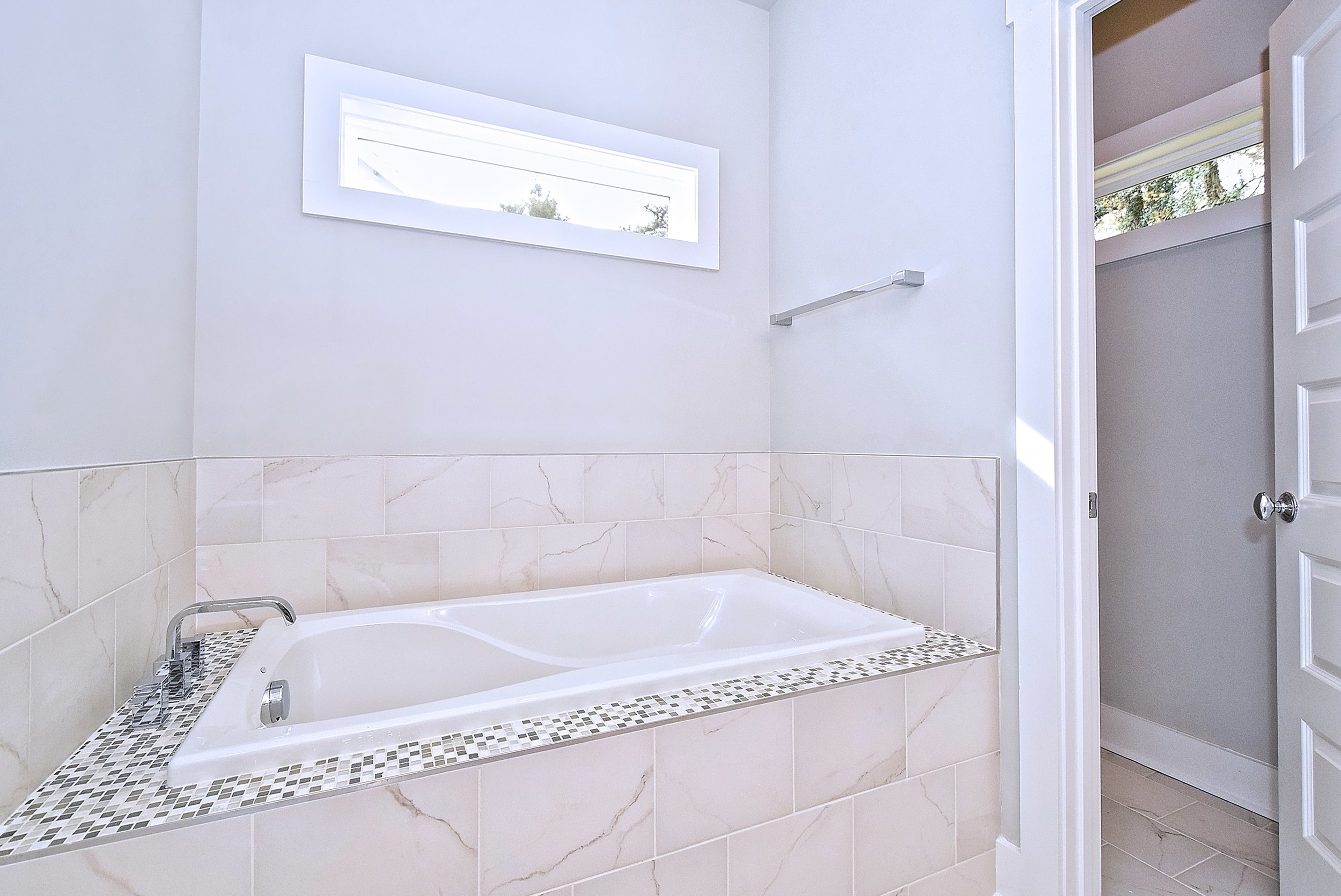027_Master Bathroom.jpg