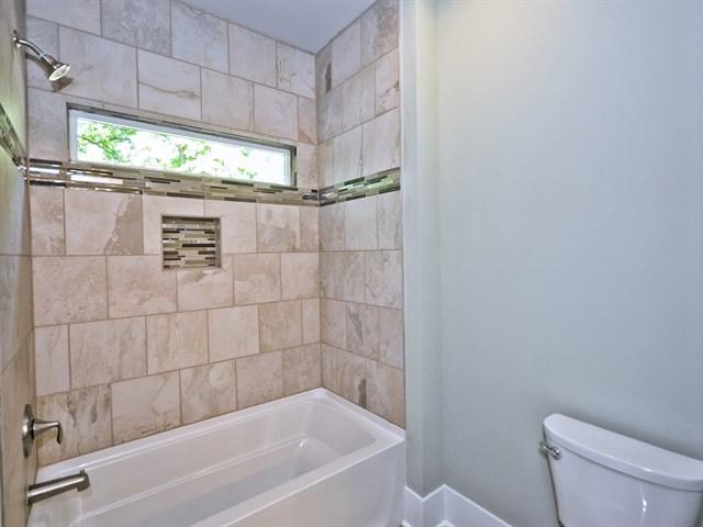33_Bathroom.jpg