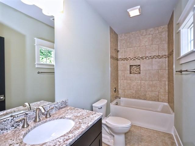 36_In-Law Suite Bathroom.jpg