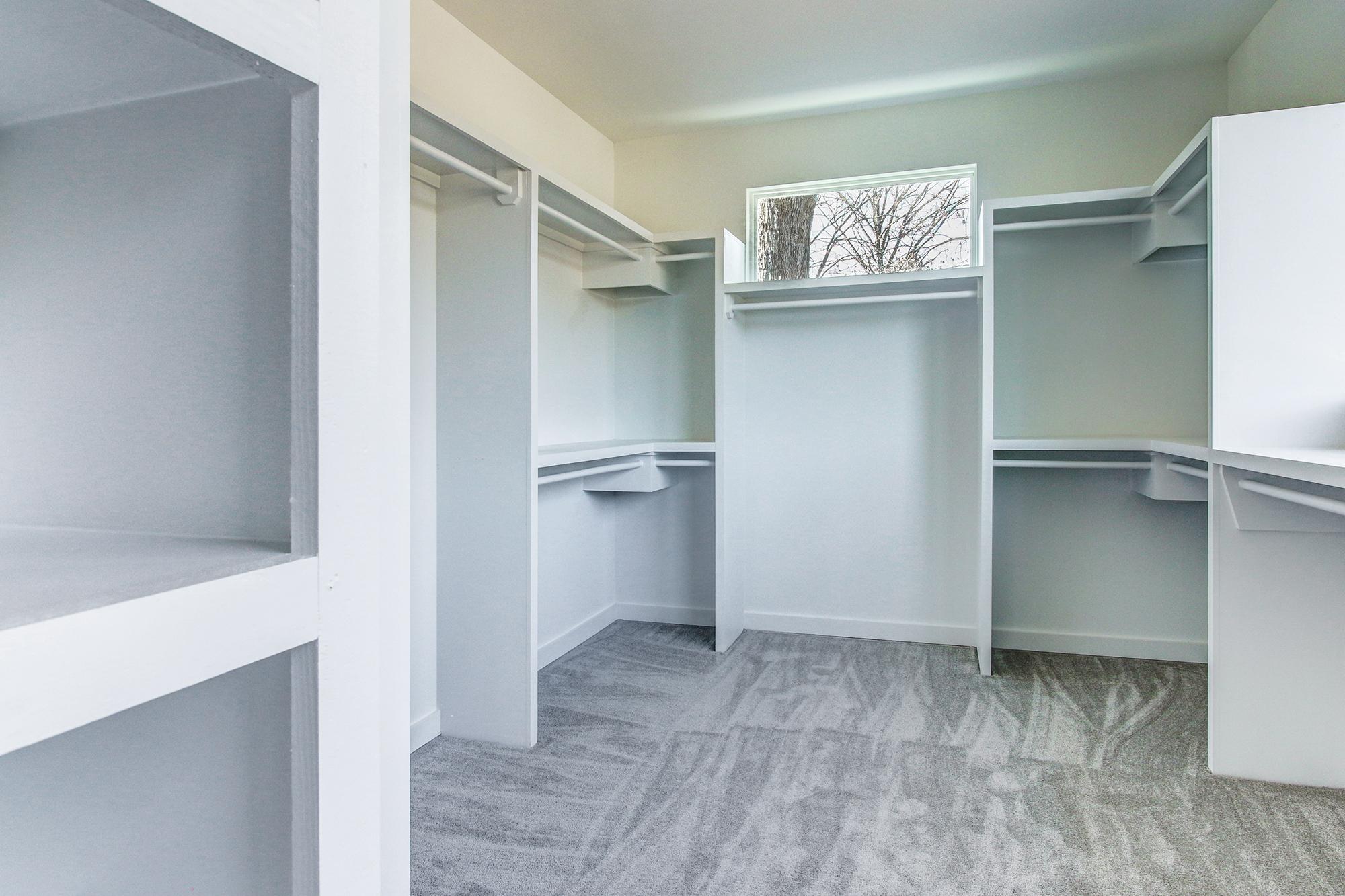 22master-closet.jpg