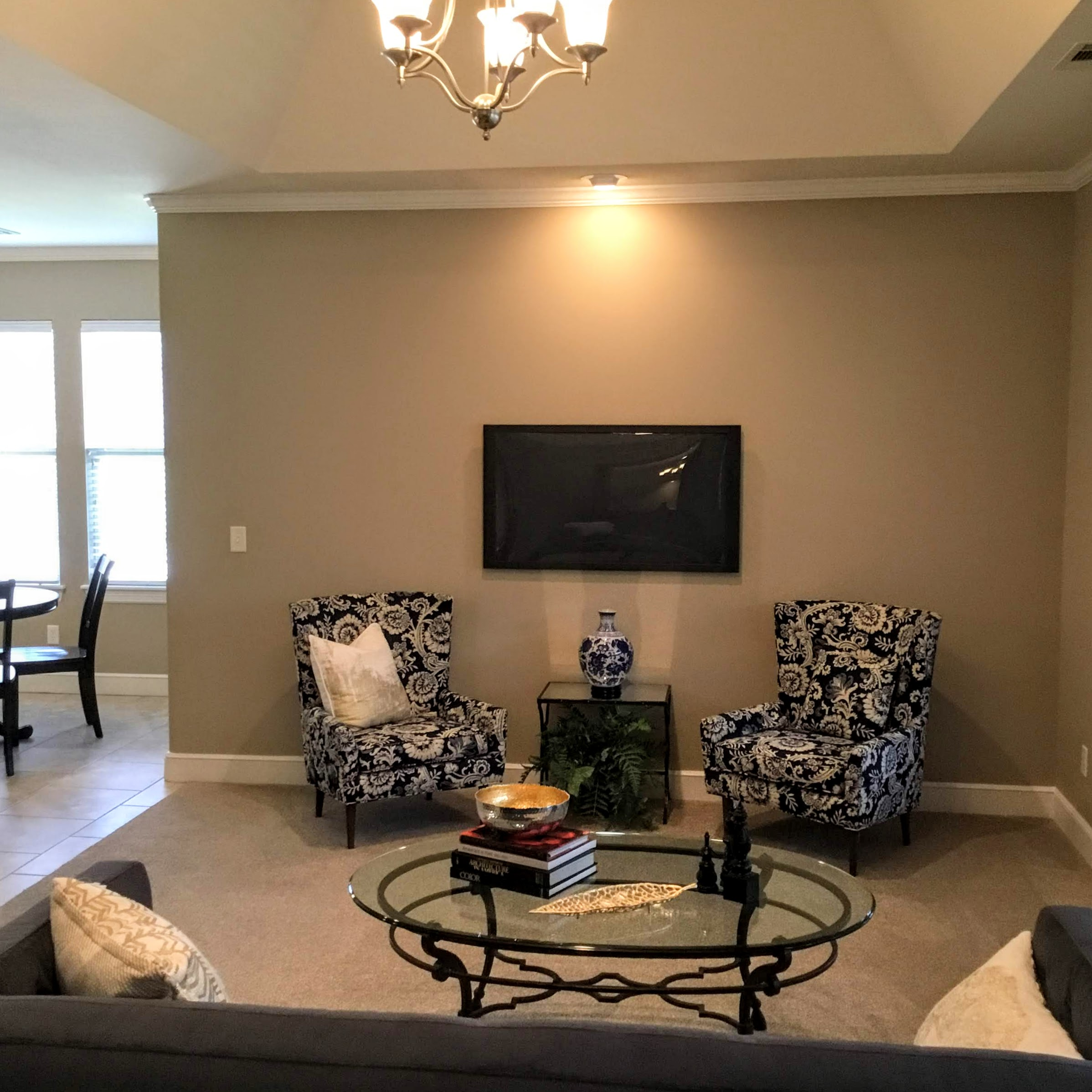 Staging Tulsa - Zarrow Pointe Villas Living1.JPG