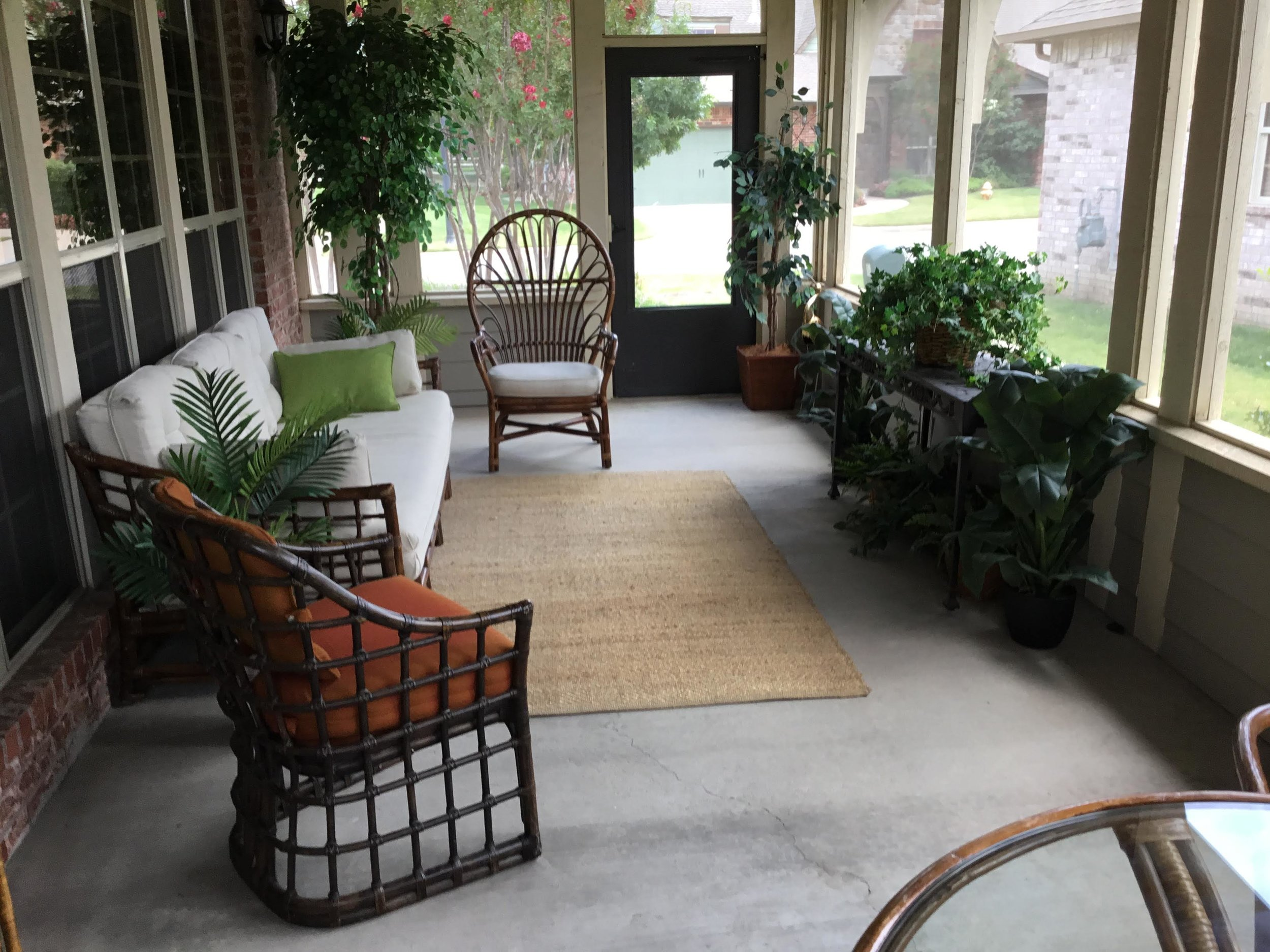 Staging Tulsa - Zarrow Pointe Villas Patio1.jpg