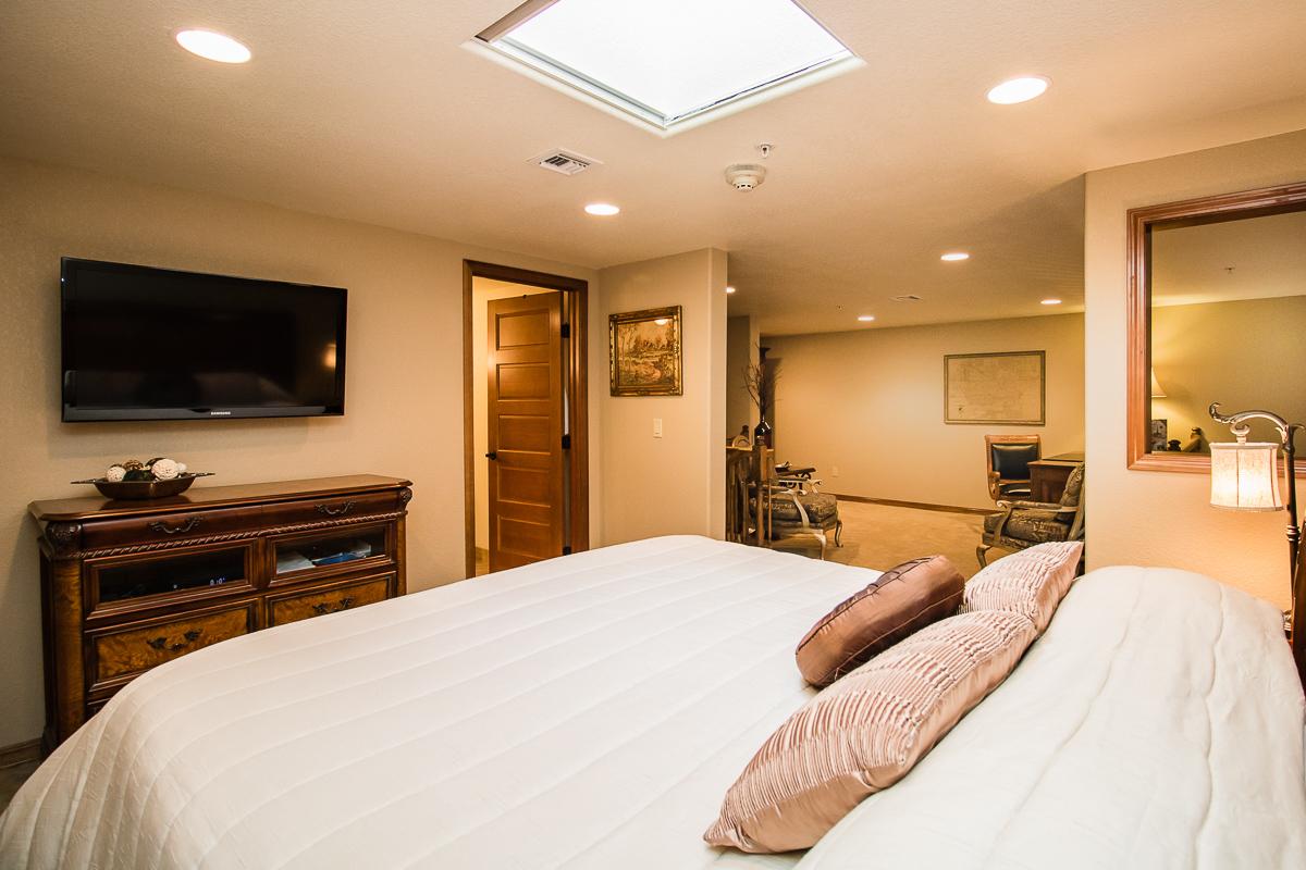 King Up Bed  1200x800 72ppi.jpg