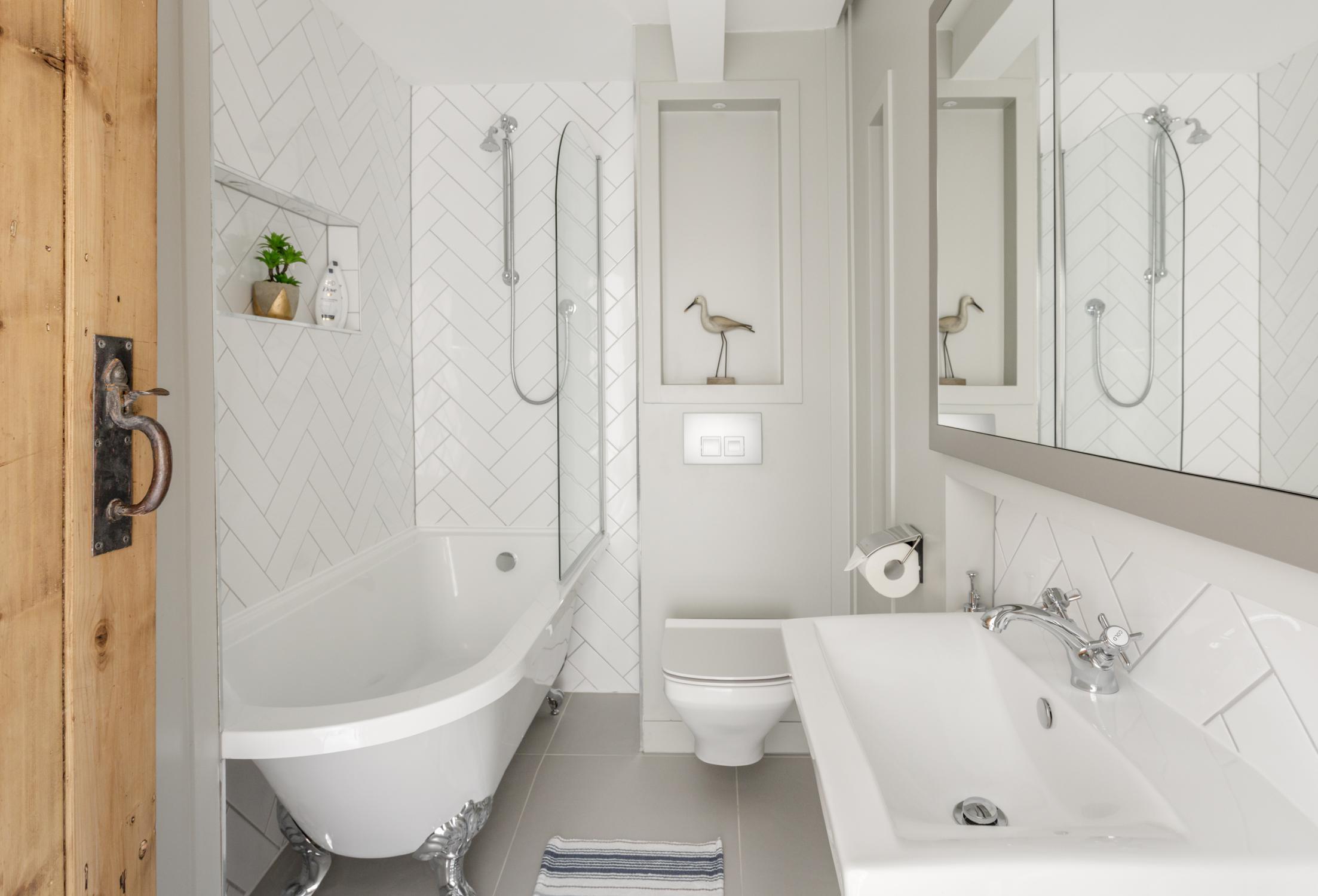 Worthing Builders-ExtraOrdinaryRooms-Arundel renovation Bedroom Luxury Bathroom.jpg