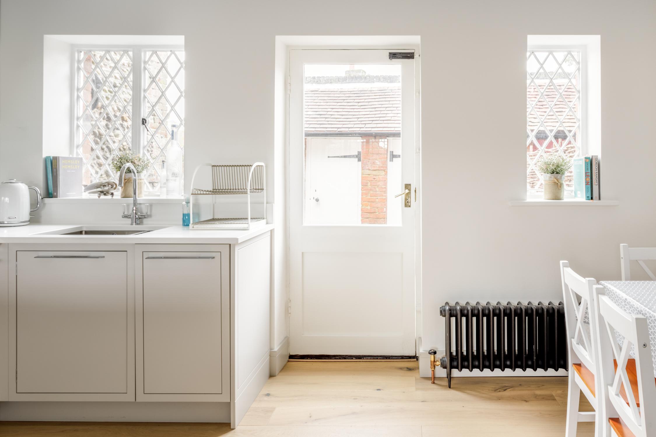 Worthing Builders-ExtraOrdinaryRooms-Arundel renovation Kitchen.jpg
