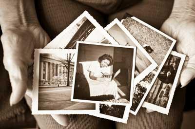 Photos-in-hands1.jpg