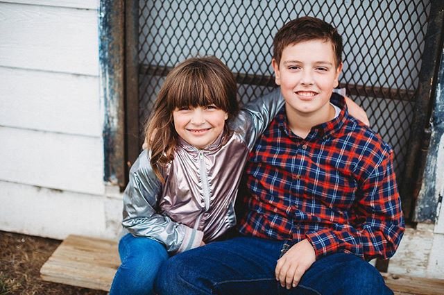 I love watching my friends' kids grow up but taking their photos year after year just adds another layer of something special 🧡🧡 🥰 • • #makifotos #fortheirmama #backtoschoolphotos #kidsportraits #portraitphotographer #yxephotographer #familyphotographer #acreativelife