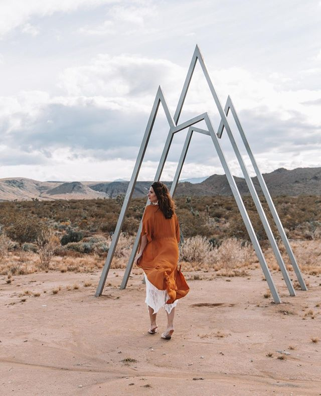 @girlgoneabroad walking into autumn like. 🍃🍂🍁 .⠀ .⠀ 📸 @petitevagabond .⠀ .⠀ #starshipstargate . .⠀ #starshiplanding #airbnb #airbnbphoto @airbnb #vacationrental #airbnbvacationrental #joshuatree #yuccavalley #pioneertown #landers #rimrock #pipescanyon #wondervalley #flamingoheights #aliens #👽⠀ .⠀ 《 Member of the @thecohostcollective 》