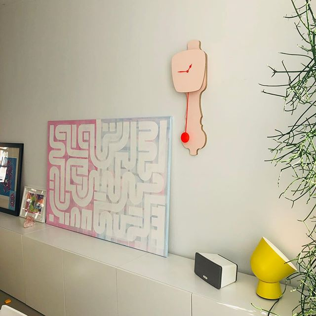 Finally we had the opportunity to hang the  pink @kloqclocks clock! #Christmasgift Looking nicely in combination with my painting 'Duality' (still for sale btw, link in bio), the yellow lamp and a drawing by Zoë :). . . . #interior #sunday #painting #abstract #abstractart #kloq #clock #dutchdesign #thehague #netherlands #boldlines #voorburg #sunny #white #instaart #interieur #klok #roze #art #kunst #interieurdesign #design #webshop #forsale #070 #stylist #interieurstylist