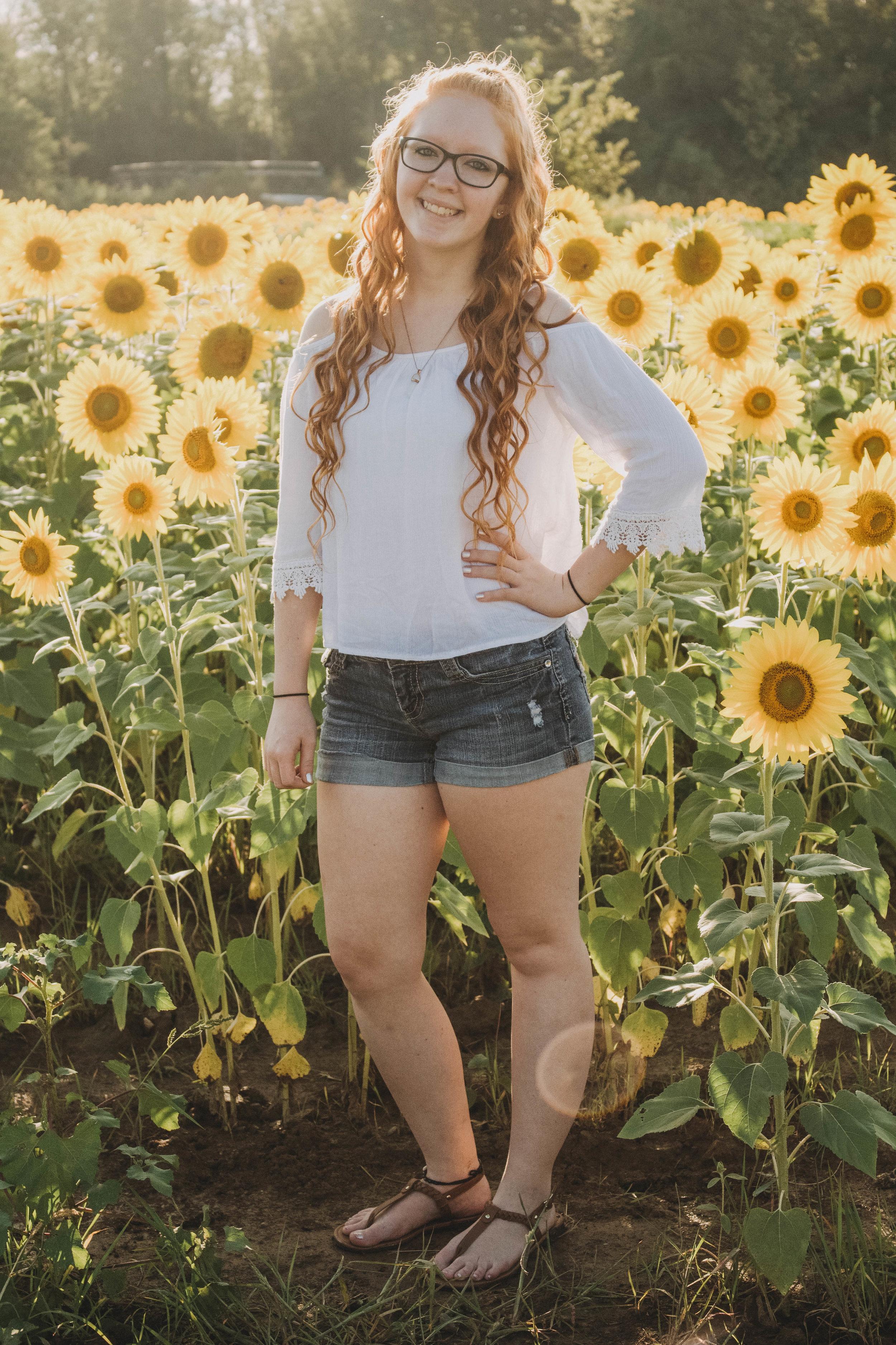 Sunflower Patch Senior Portraits | Centerville, Ohio Photographer