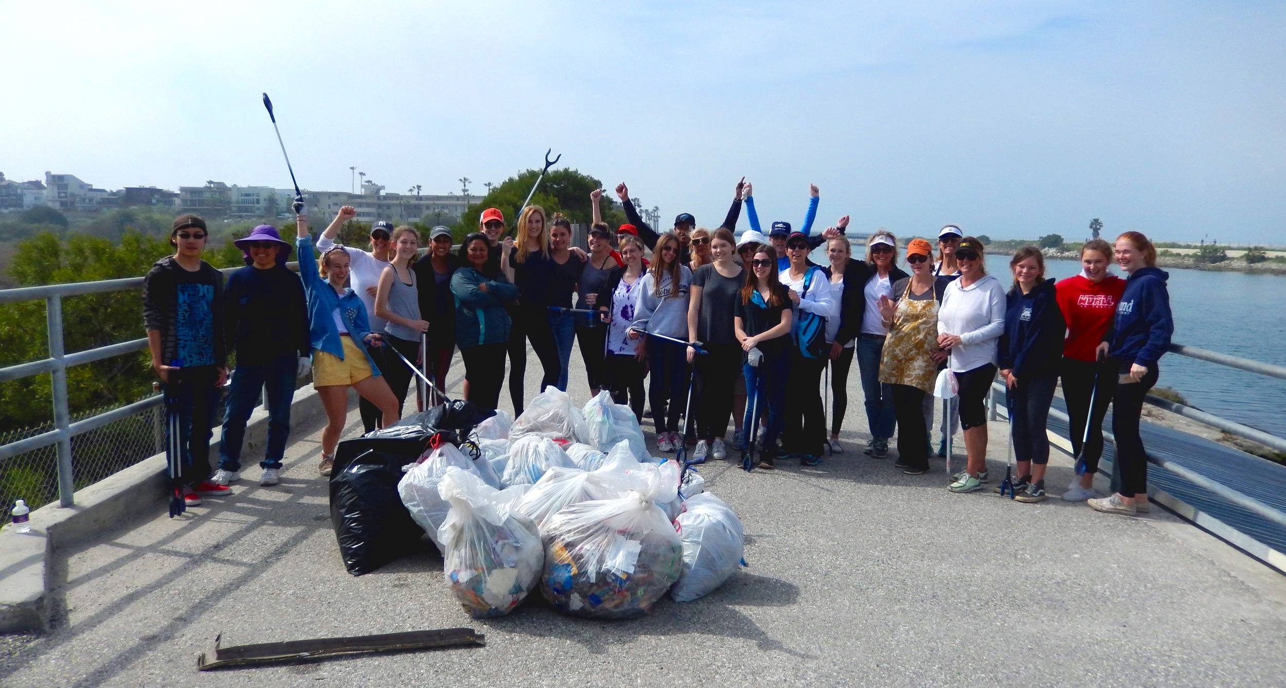 creek-cleanup-volunteers.jpg