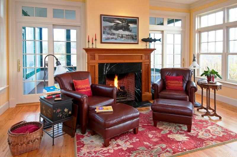Frucci Sitting 800x600.jpg
