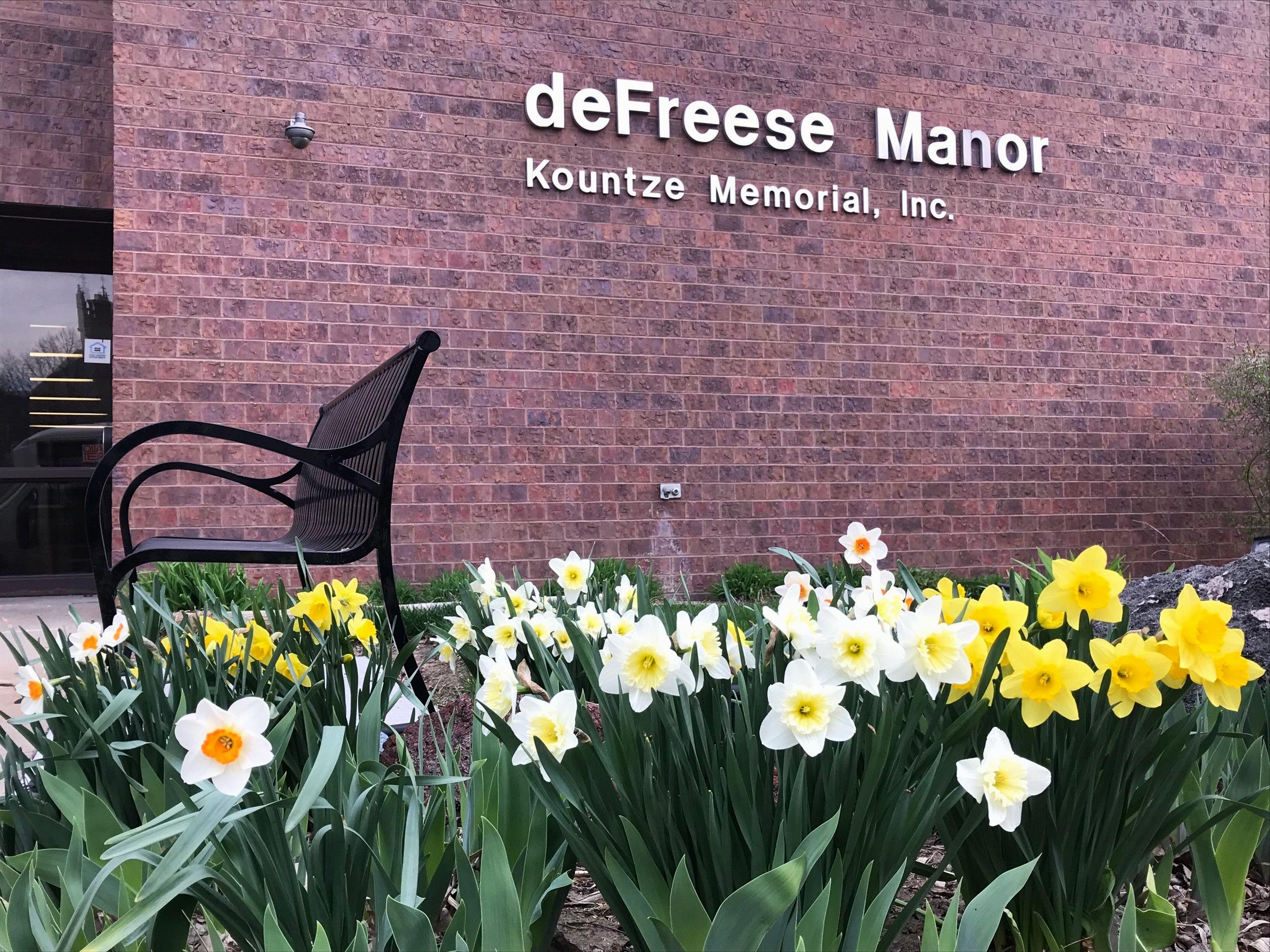 deFreese Manor -