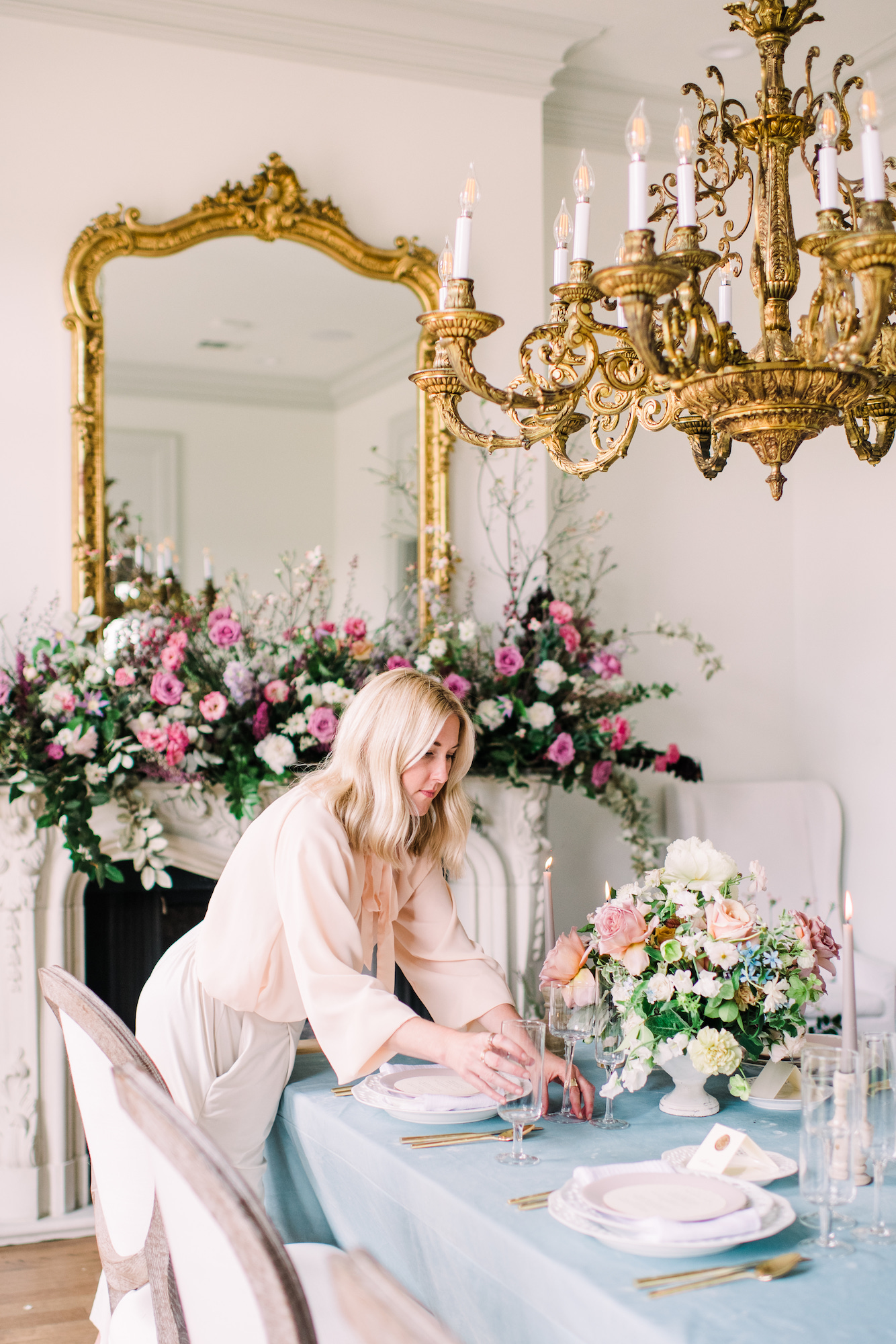 Stylist  JADE MAGNOLIA  designing the perfect wedding tablescape for her workshop attendees. Photo by  KAITI MOYERS PHOTOGRAPHY .