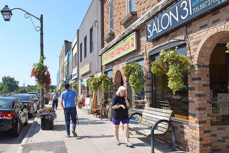 Sara Miller Llana/Staff —  Fenelon Falls has drawn a small but determined number of year-round 'cottagers' who are helping to revitalize [the] main street.