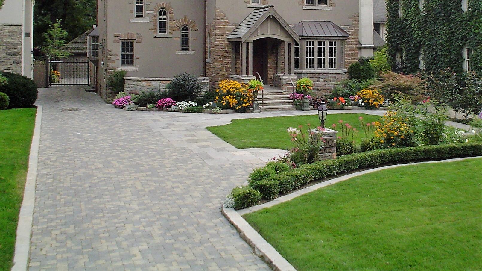 Gooch driveway entrance.jpg