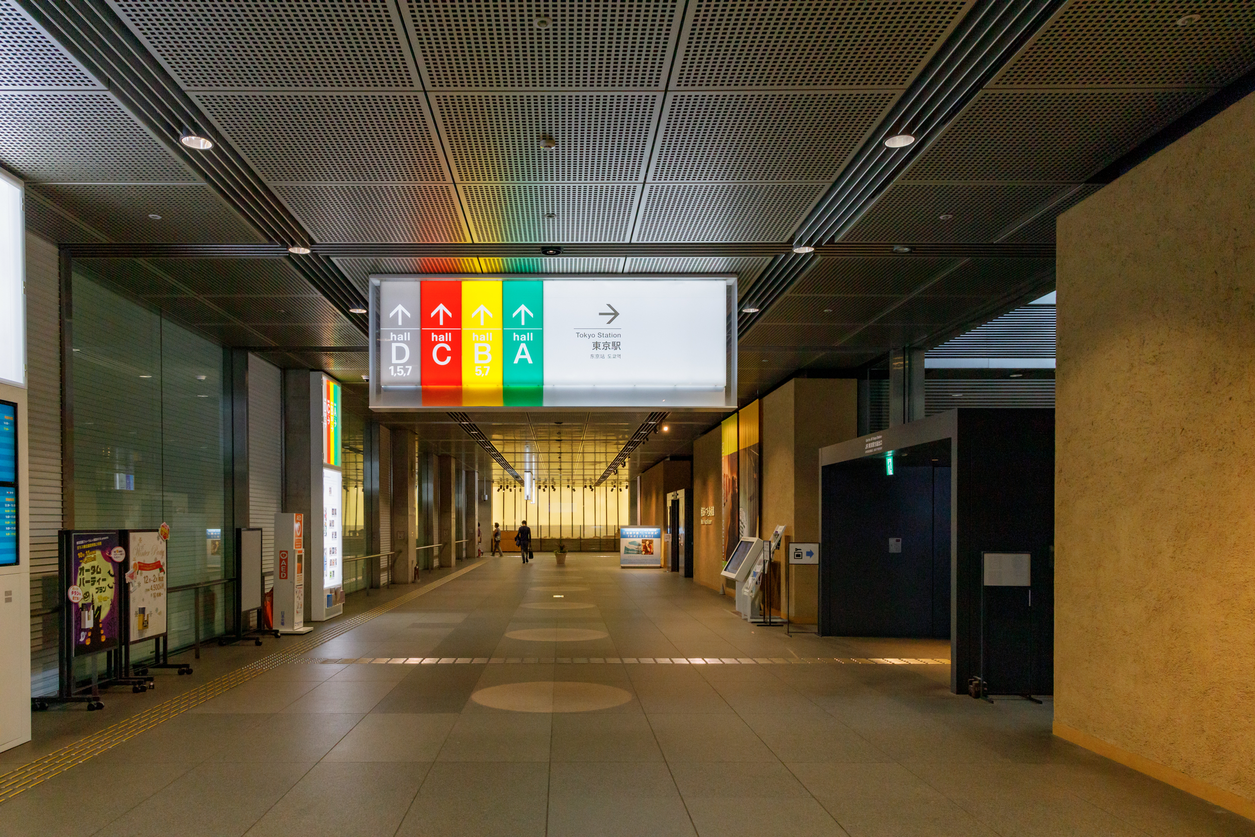 Underground Entrance to the passage at the Tokyo International Forum .