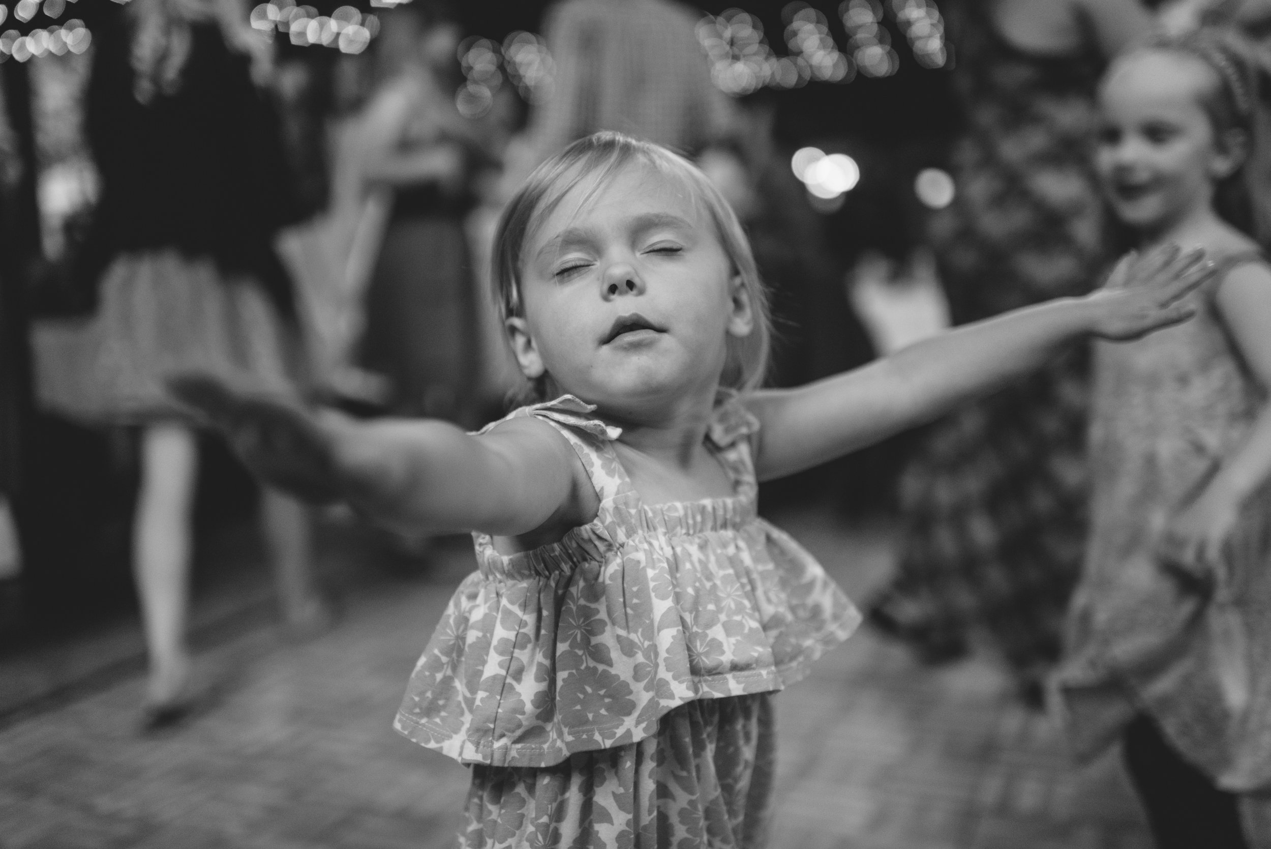 walton_dancing_09.jpg