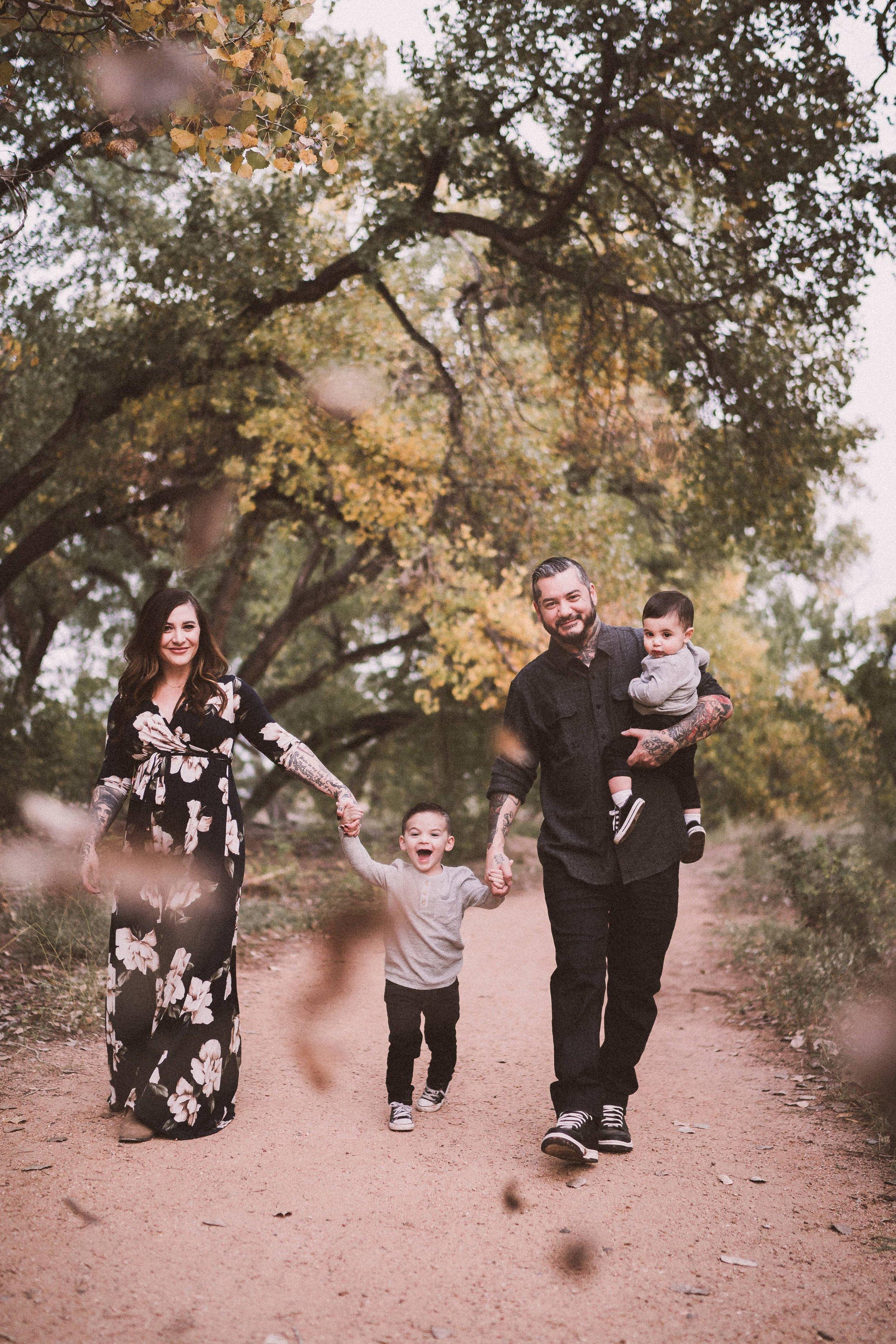 TONY-GAMBINO-PHOTOGRAPHY-BEND-OREGON-FAMILY-PHOTO-SHOOT-000_1550.jpg