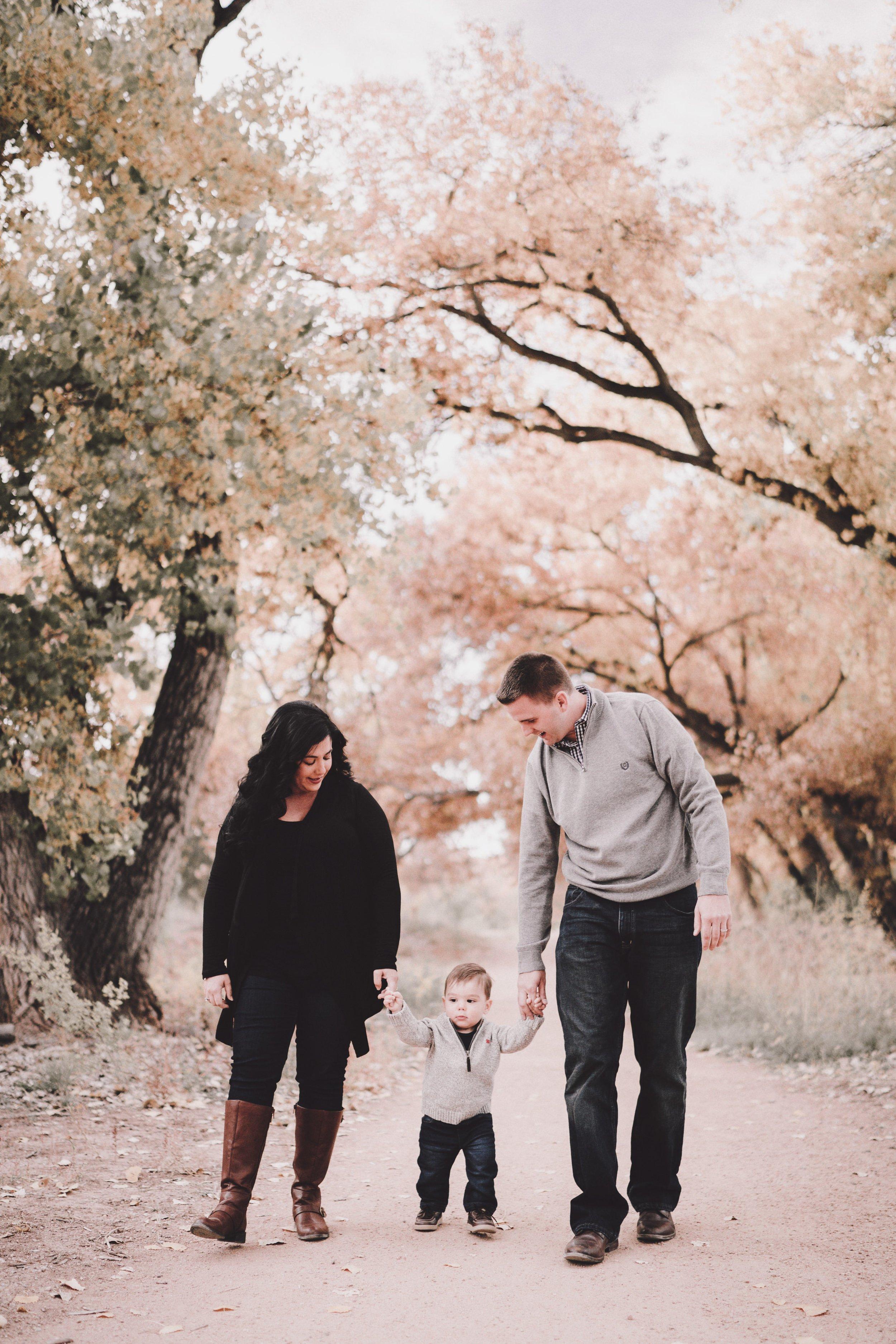 TONY-GAMBINO-PHOTOGRAPHY-BEND-OREGON-FAMILY-PHOTO-SHOOT-000_1554.jpg
