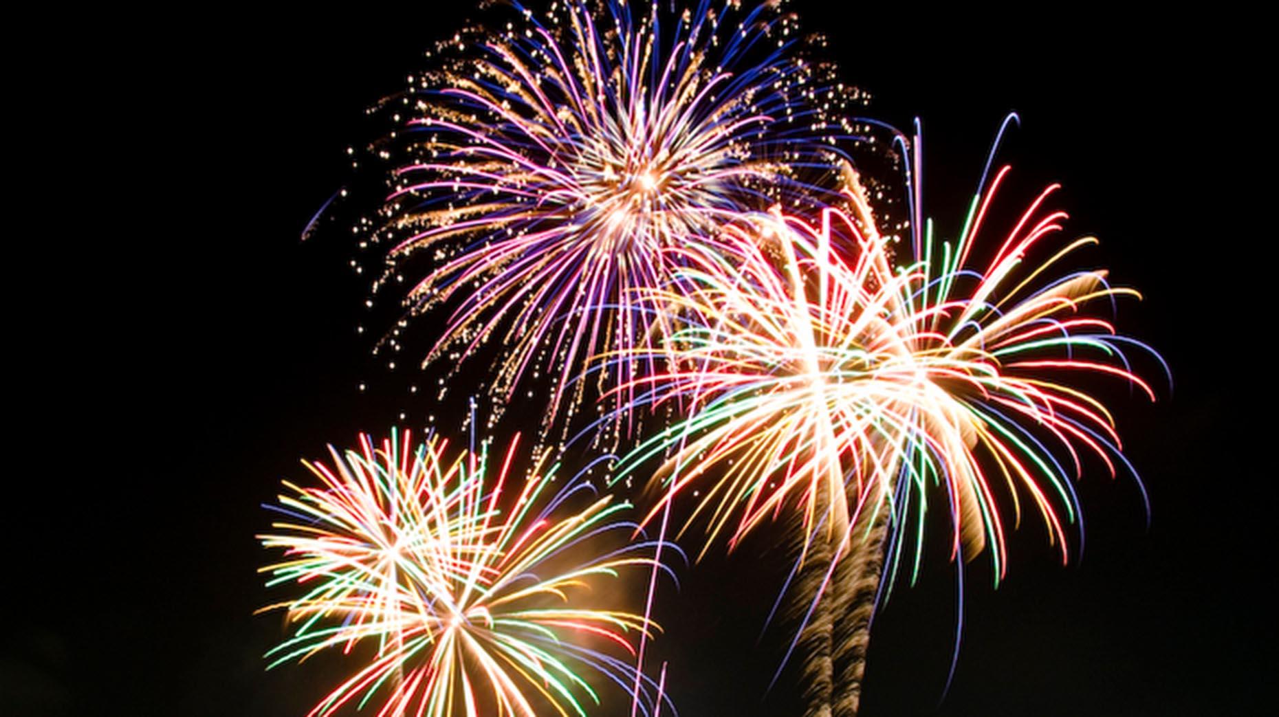 Free-New-Year-Fireworks.jpg