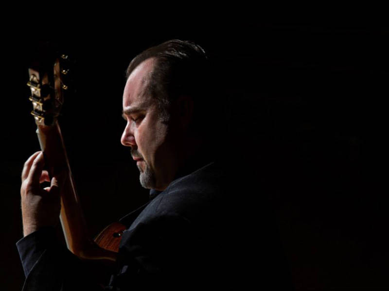 Patrick Kearney - Born in Montreal, Canada, Patrick Kearney has released four guitar albums: Bouquet (1997); Stringendo (2002); the powerful Diabolico (2004), and the acclaimed Impressions (2009), featuring the works of M.M.Ponce, on the ATMA classique label. Mr. Kearney teaches guitar at Concordia University in Montreal as well as at Vanier College. He is the founder and director of the Montreal International Classical Guitar Festival and Competition which is hosted by Concordia Music.