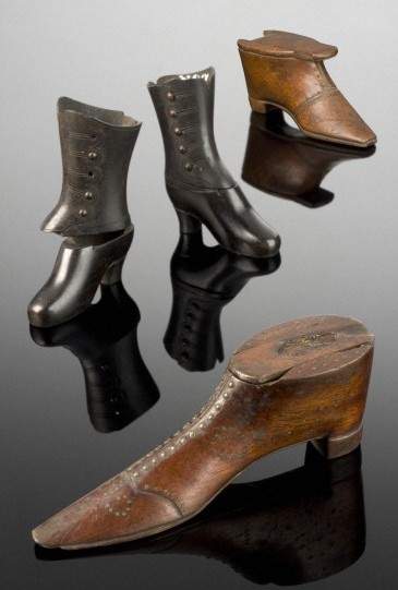 Huge Shoes / Wellcome Images