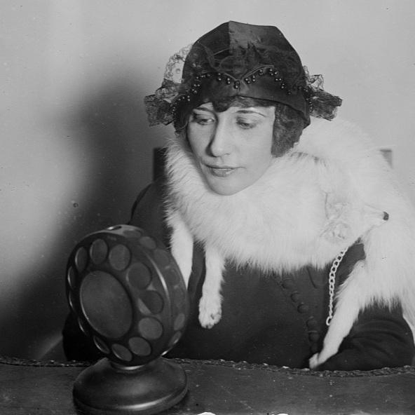Radio Valentine Girl / Library of Congress