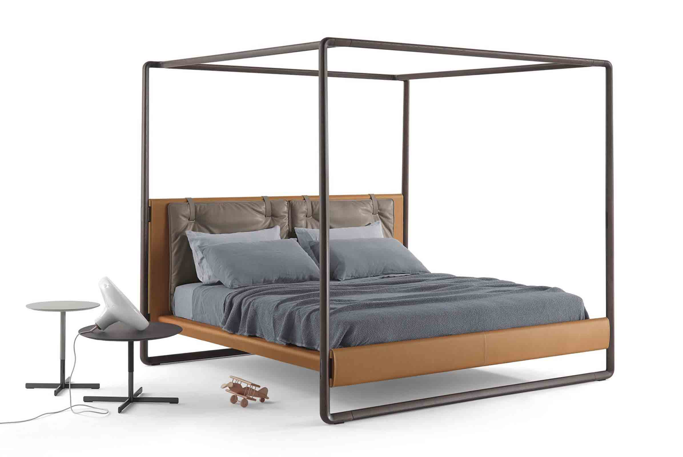 'Volare' four-poster bed designed by Roberto Lazzeroni for Poltrona Frau