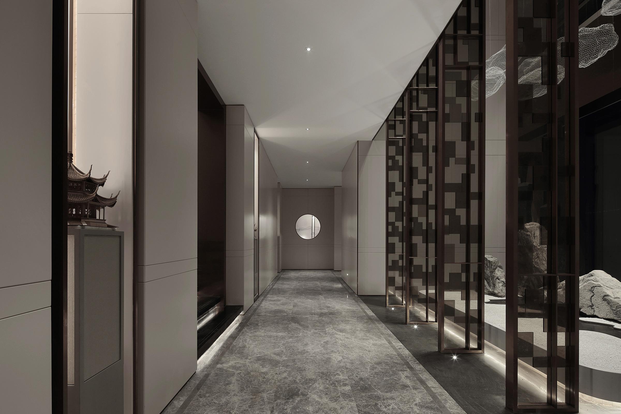 07-corridor.jpg